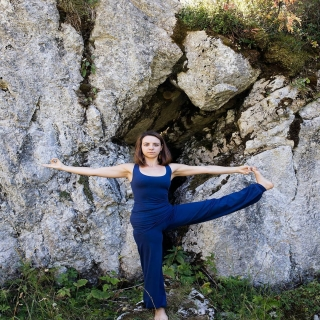 Utthita Hasta Padangustasana⠀ #yoga #hathayoga #asana #UtthitaHastaPadangustasana #vetementsdeyoga #modeethique #breatheoffire #instafashion #yogafashion #yogamodel