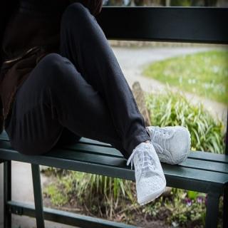 Bien-être ! Chaussures pieds-nus leguano et pantalon en #chanvre #HempAge !⠀ Matières fluides et agréables ! Liberté de mouvements du corps jusqu'au bout des orteils !⠀ ⠀ #bienetre #modeethique #vetementsenchanvre #chaussuresminimalistes #piedsnus #chaussuresbarefoot #confort #vêtementsconfort #chaussuresconfort