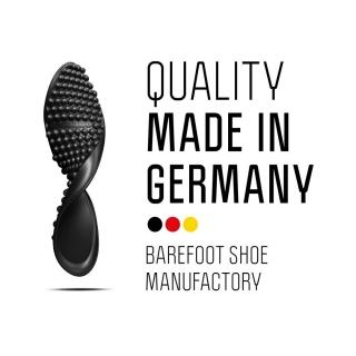 Quelques raisons pour lesquelles on adore les #chaussuresPiedsNus #leguano : leur semelle unique ! Développée il y a plus de 10 ans par un ultra-marathonien pour épouser les #pieds et leur laisser leur totale liberté de #mouvement. Homme de conviction, leur créateur a relevé le défi de fabriquer ses chaussures dans son pays. La conception de sa semelle est unique.⠀ ⠀ #desigb #semelle #barefoot #chaussuressouples #chaussuresEurope #Allemagne #madeinGermany #deutschequalität #chaussuresphysiologiques