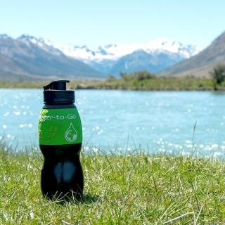 Nous sommes heureux de proposer une gourde filtrante astucieuse pour boire une eau pure où que l'on soit !⠀ #gourde #randonnée #trekking #filtration #gourdefiltrante