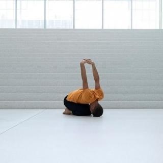 J'aime #balasana, la #posture de l'enfant. Elle apaise mon #mental. Elle permet certainement de se reconnecter à son enfant intérieur. Et vous ? Quel effet produit cette posture ?  🕉️ Nous sommes heureux de proposer les vêtements de yoga #breatheoffire qui correspondent à notre vision de la vie et de la #mode.  🕉️ #modethique #vetementsdeyoga #vetementsdeyogaencotonbio #posturedeyoga #yogapose #enfantinterieur #meditation #yogaclothing #yogaclothes #cotonbio #cotonbiologique