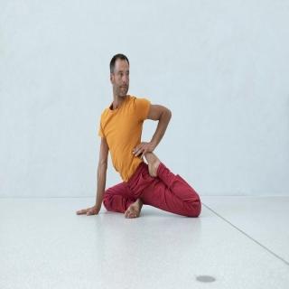 Nous nous réjouissons de vous proposer un nouveau coloris de pantalon de yoga de la marque Breathe of fire pour homme : bordeaux. Les vêtements de yoga Breathe of fire sont en coton bio et fabriqués au Portugal.⠀ ⠀ #breatheoffire #yogapants #vêtementsdeyoga #yogaclothing #pantalondeyoga #cotonbio #modeethique