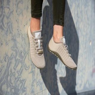 Nous sommes heureux de vous proposer ce nouveau modèle de #leguano, toujours avec leur même semelle extraordinaire, super souple, respectant les pieds et suivant leurs mouvements ! Leur nom ? Les go: gold ! Ces chaussures sont fabriquées en Allemagne.⠀ ⠀ #chaussures #instashoes #chaussuresethiques #madeinGermany #minimalistes #chaussuressouples #fabricationEurope #modeethique